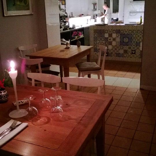 Sehr gute, reichhaltige neapolitanische Küche. Vorspeisen und Pasta fantastisch.