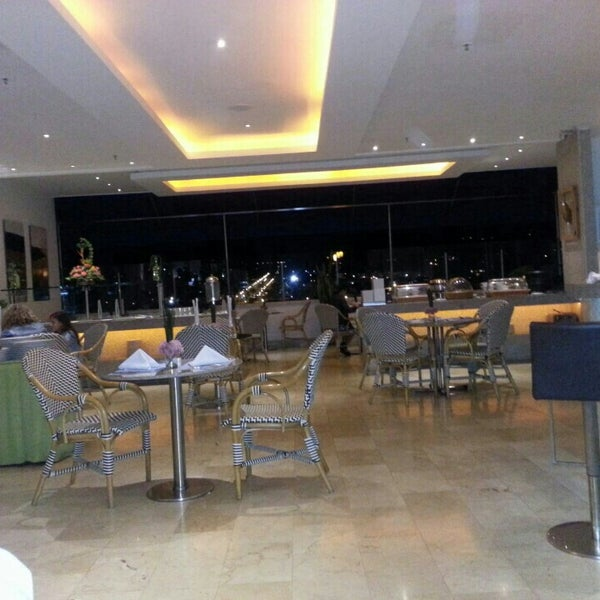 Foto scattata a GHL Grand Hotel Villavicencio da Jonathan O. il 9/7/2015