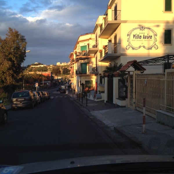 Das Foto wurde bei Hotel Villa Luisa von Procolo G. am 4/18/2014 aufgenommen