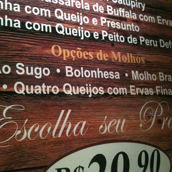 Foto tirada no(a) Cantinho da Serra por Ulisses @ M. em 3/14/2014