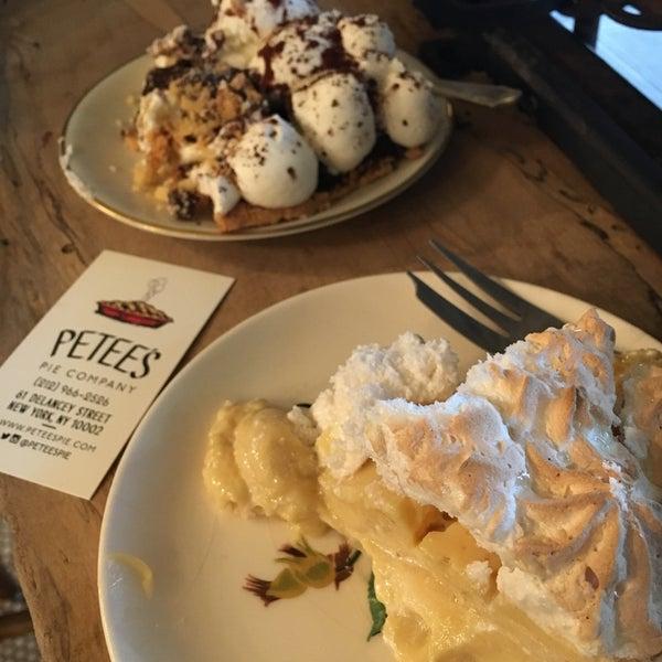 รูปภาพถ่ายที่ Petee's Pie Company โดย Hannah Y. เมื่อ 12/3/2016