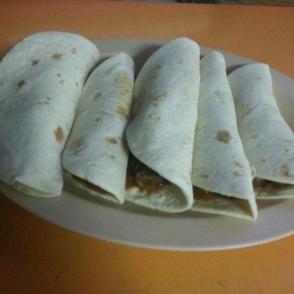 Снимок сделан в La Mexicana Bakery пользователем Erica H. 9/22/2013