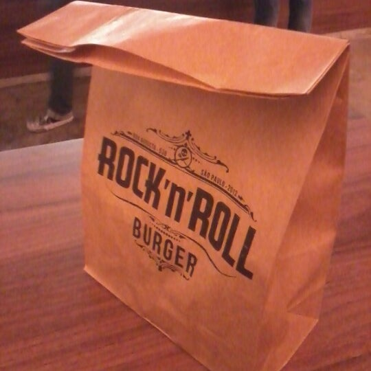 10/6/2012 tarihinde Marcus R.ziyaretçi tarafından Rock 'n' Roll Burger'de çekilen fotoğraf