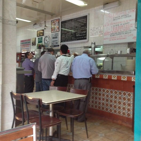 Foto diambil di Taquería El Jarocho oleh A F. pada 6/17/2013