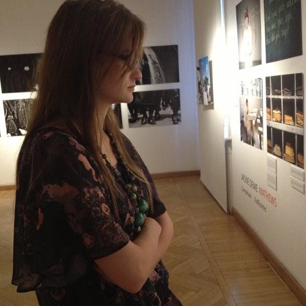 รูปภาพถ่ายที่ Mai Manó Gallery and Bookshop โดย Dani เมื่อ 4/23/2013