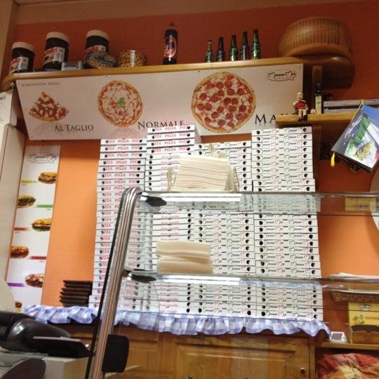 Foto tirada no(a) Mamma Mia Pizza & FastGood por Francesco M. em 9/30/2012