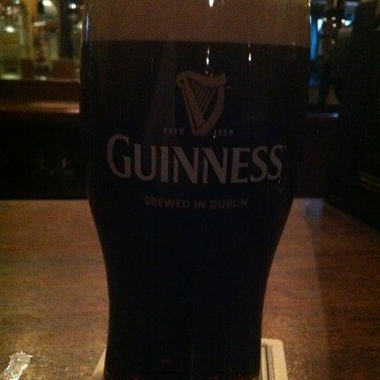 Foto tirada no(a) Tigin Irish Pub por Kristin em 11/8/2012
