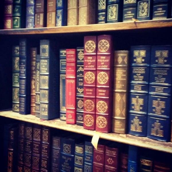 Das Foto wurde bei Strand Bookstore von Kori R. am 3/26/2014 aufgenommen