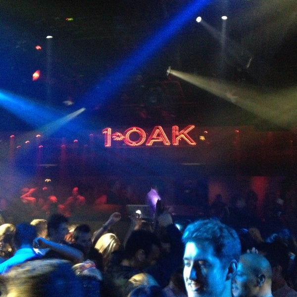 Photo prise au 1 OAK Nightclub par Danny M. le3/20/2013
