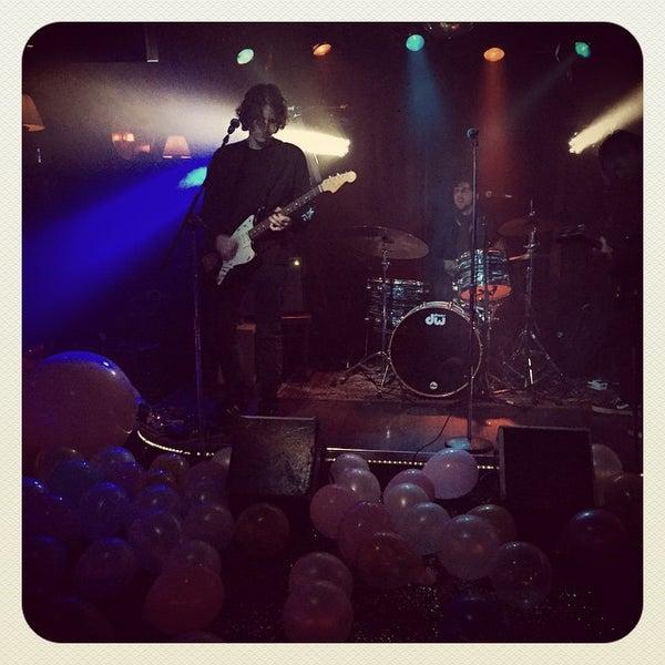 Photo prise au Three Clubs par Kristin J. le12/10/2014