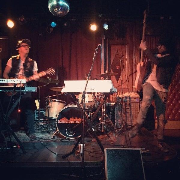 Photo prise au Three Clubs par Kristin J. le11/16/2014