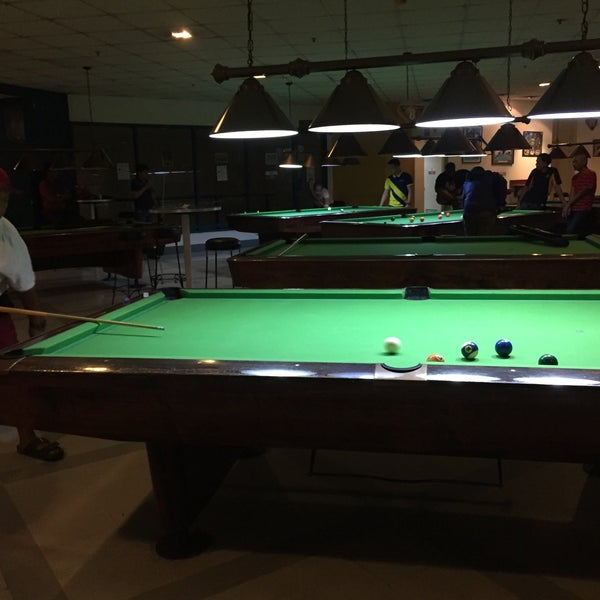 Midtown At Town Center: Bowling Alley In Ermita
