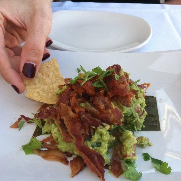 รูปภาพถ่ายที่ Paxia Alta Cocina Mexicana โดย Holly F. เมื่อ 4/2/2014