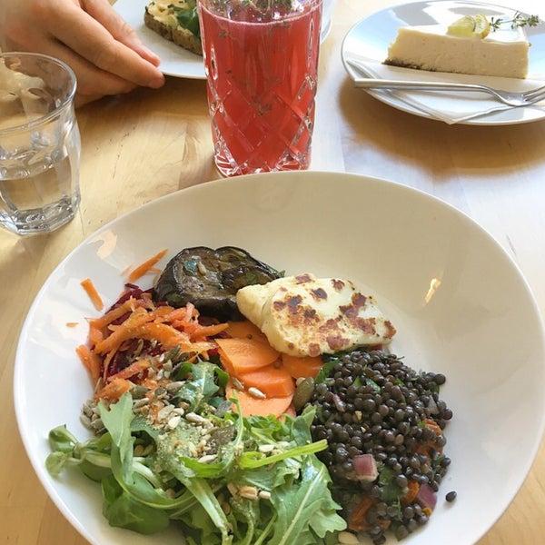 Foto diambil di Mikyna Coffee & Food Point oleh Marie S. pada 6/7/2017