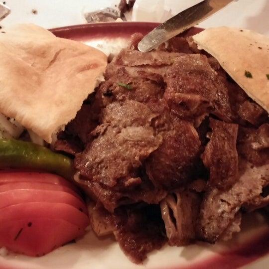 Das Foto wurde bei Taci's Beyti Restaurant von Alp O. am 4/21/2014 aufgenommen