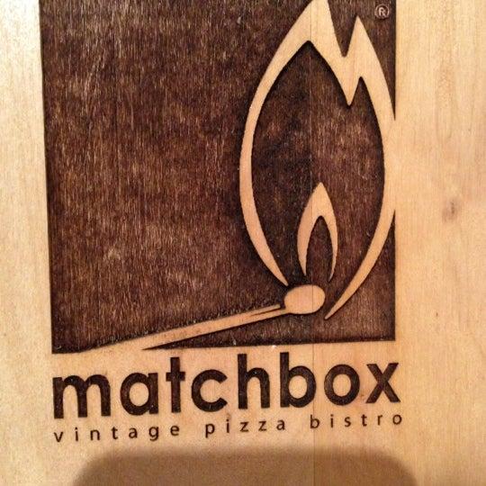 Das Foto wurde bei Matchbox Vintage Pizza Bistro von Valerie V. am 12/8/2012 aufgenommen
