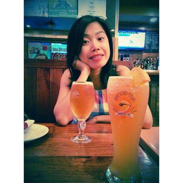 Foto diambil di Ottomanelli's Wine & Burger Bar oleh 6erson.LA pada 5/26/2014