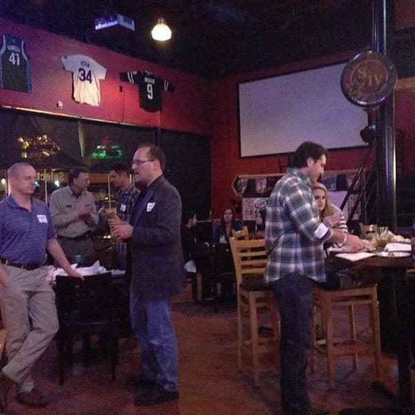 Foto scattata a OT Tavern da Andy V. il 1/31/2014
