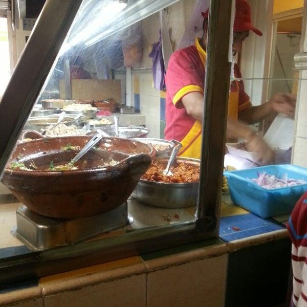 Foto tirada no(a) Tacos sarita por Armando Z. em 6/9/2014