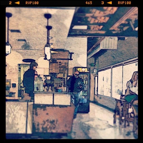 Foto tirada no(a) Dogtown Coffee por Jerome P. em 3/17/2013