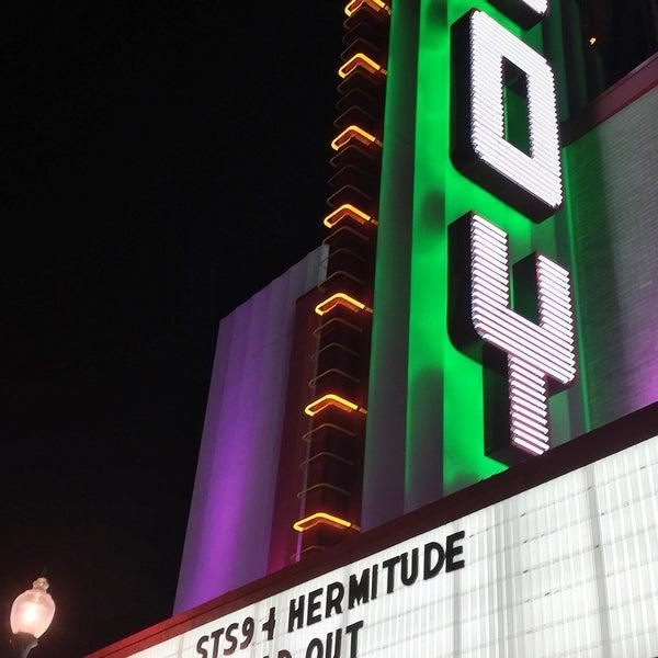 รูปภาพถ่ายที่ The Joy Theater โดย Scott S. เมื่อ 3/15/2015