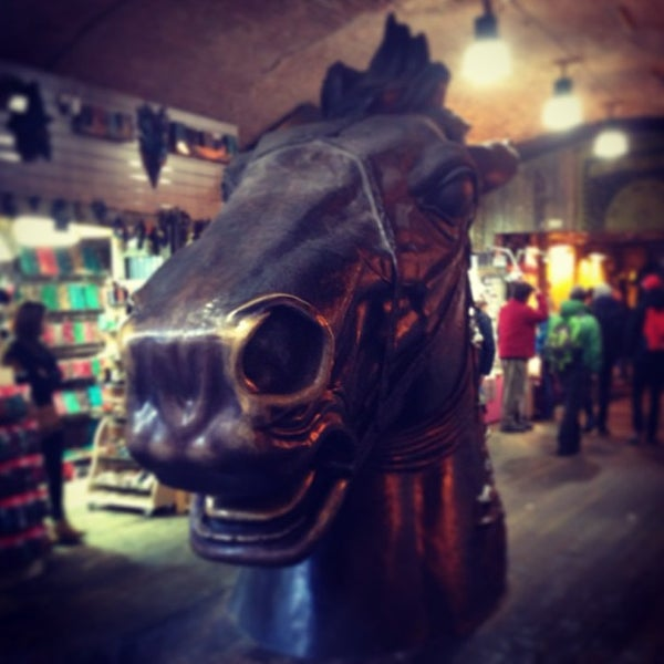 Foto tirada no(a) Camden Stables Market por Allen D. em 4/12/2013