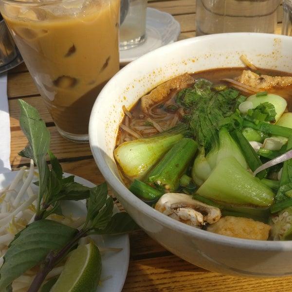 Das Foto wurde bei Falansai Vietnamese Kitchen von 🄵🄴🄻🄸🅇 d. am 9/29/2018 aufgenommen