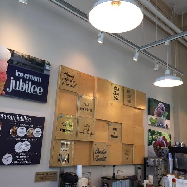 6/15/2017에 Jodi B.님이 Ice Cream Jubilee에서 찍은 사진