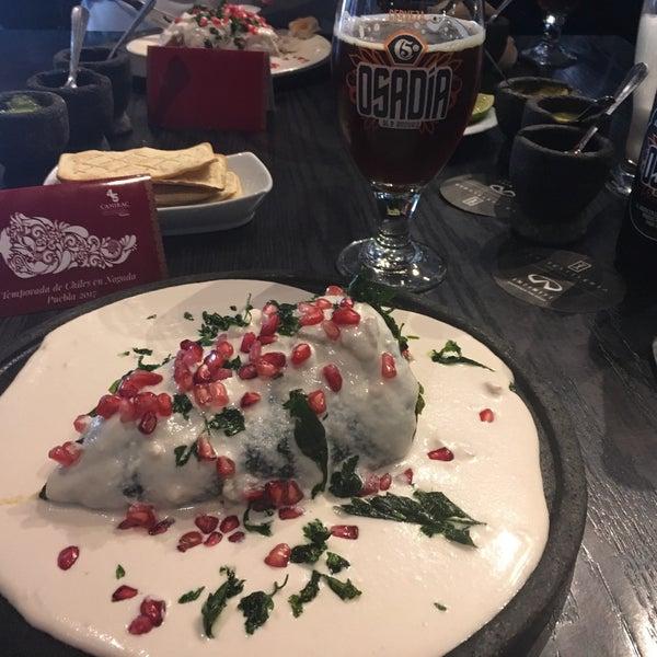 Vine a Puebla porque tenía antojo de chiles en nogada. No erramos: ¡¡este lugar es espectacular!! Los mejores chiles en nogada que he probado hasta ahora.