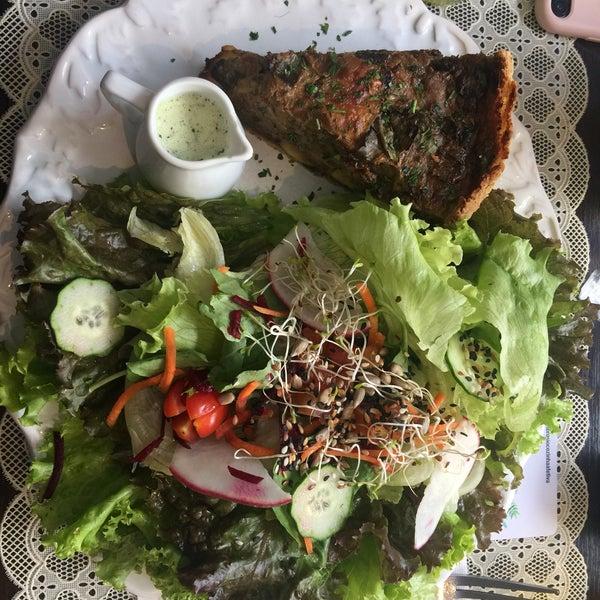 Comida deliciosa e o atendimento fantástico! Tudo fresco e saboroso! Os docinhos veganos de sabor incrível!