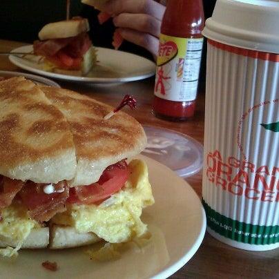 11/1/2012에 Emily J.님이 La Grande Orange Grocery & Pizzeria에서 찍은 사진