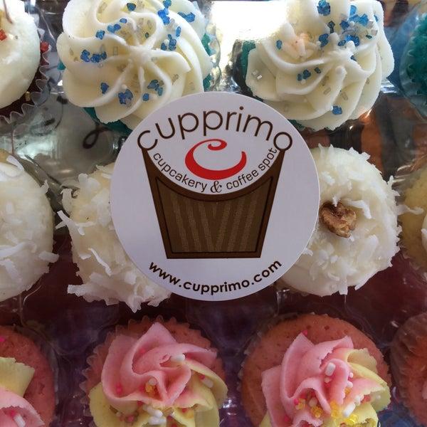 Foto tirada no(a) Cupprimo Cupcakery & Coffee Spot por Patrizio em 10/21/2015