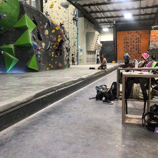 Foto tomada en Sender One Climbing, Yoga and Fitness por Karla D. el 8/6/2019