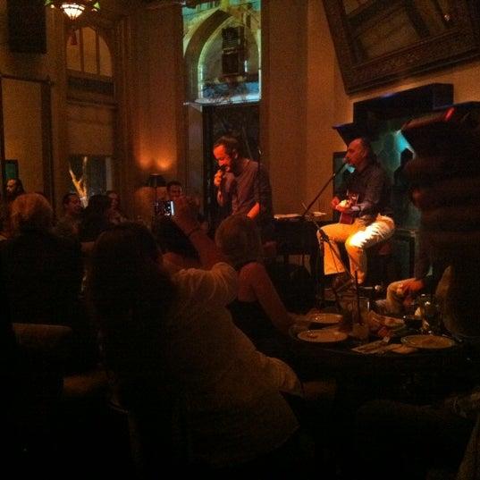 รูปภาพถ่ายที่ Zihni Bar โดย Hande S. เมื่อ 10/5/2012