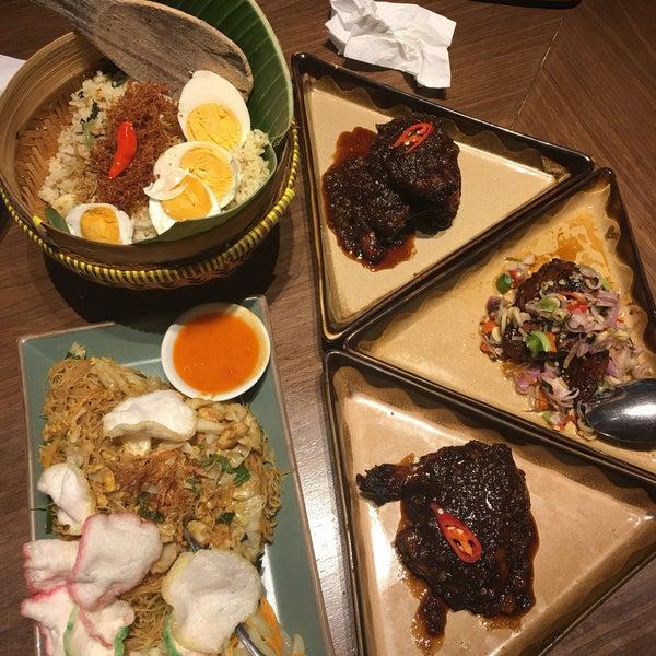 Foto scattata a REMBOELAN Indonesian Soulfood da susi c. il 2/2/2018