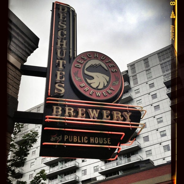 Photo prise au Deschutes Brewery Portland Public House par Ron B. le8/11/2013
