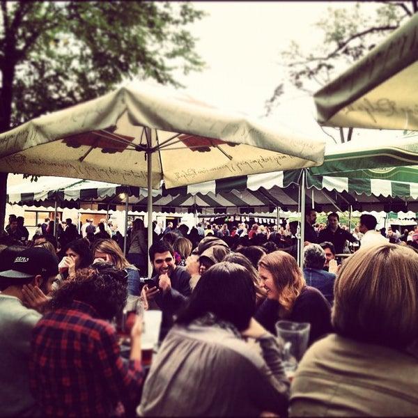 9/29/2012 tarihinde David G.ziyaretçi tarafından Bohemian Hall & Beer Garden'de çekilen fotoğraf