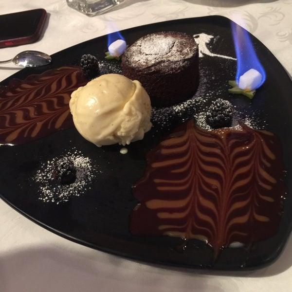 Foto diambil di Restaurante & Bar La Strega oleh Edith pada 3/31/2017