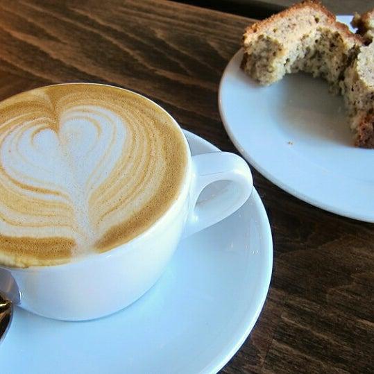Foto diambil di Brickwood Coffee & Bread oleh Juliet A. pada 3/29/2014
