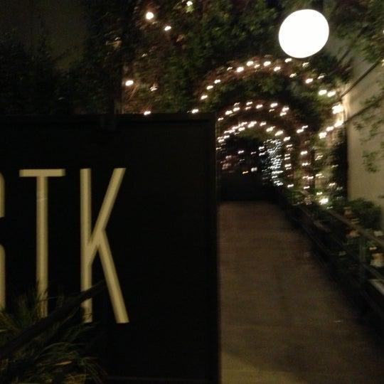 Das Foto wurde bei STK LA von FF F. am 11/5/2012 aufgenommen