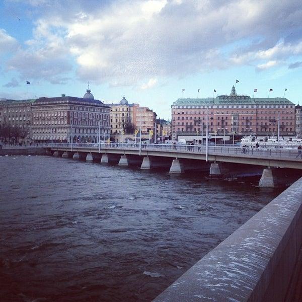 Foto tirada no(a) Grand Hôtel Stockholm por Martins E. em 4/18/2013