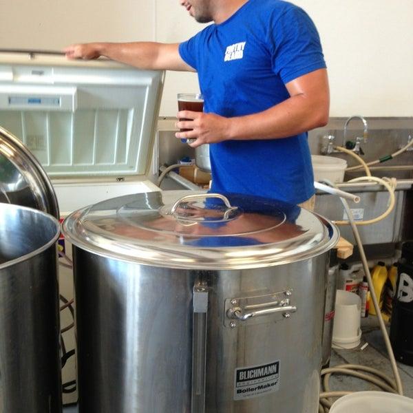 Foto tirada no(a) Frothy Beard Brewing Company por Karen L. em 7/13/2013