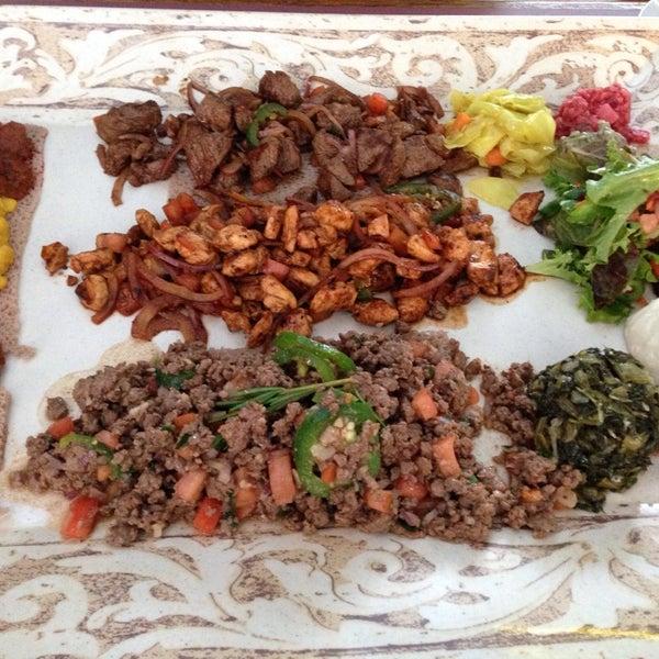 Снимок сделан в Desta Ethiopian Kitchen пользователем Tamara M. 10/12/2014