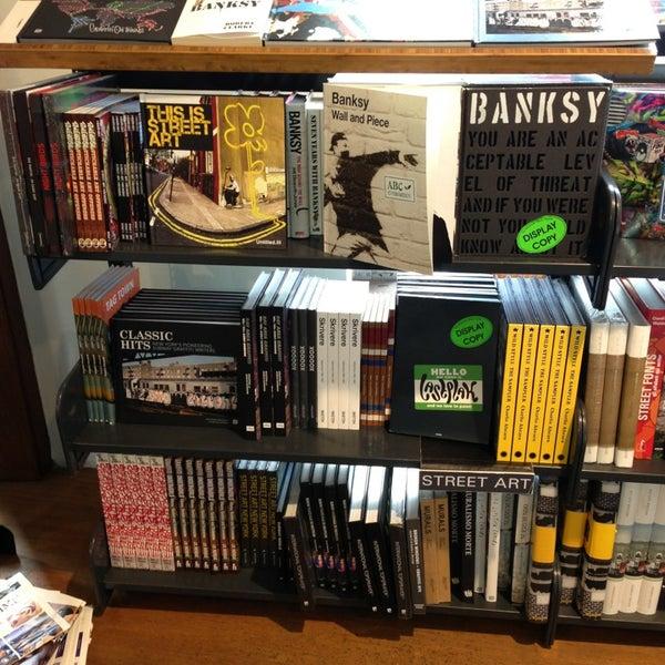 Foto tirada no(a) The American Book Center por Zoban R. em 3/13/2013