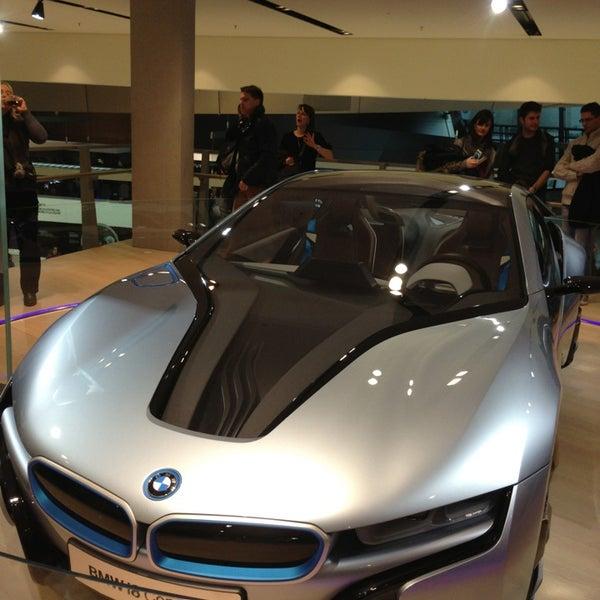 Foto tirada no(a) BMW Welt por Oliver M. em 12/31/2012