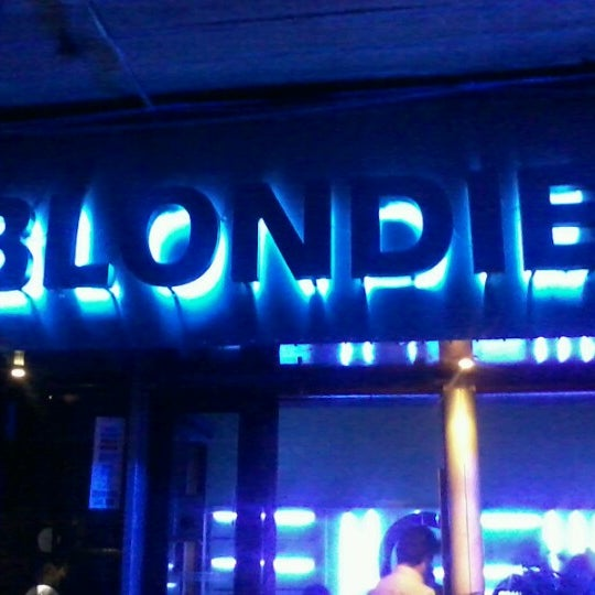 รูปภาพถ่ายที่ BLONDIE โดย Claudio C. เมื่อ 2/9/2013