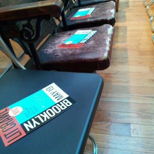 Das Foto wurde bei BookCourt von Lit Crawl NYC am 5/19/2012 aufgenommen