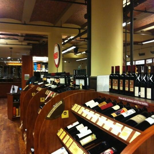 Foto tirada no(a) Astor Wines & Spirits por Maylet G. em 11/22/2012