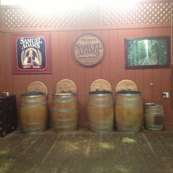 Photo prise au Samuel Adams Brewery par Mona C. le1/10/2013