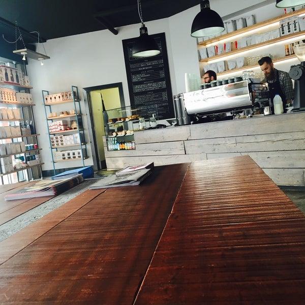 Foto tomada en Established Coffee por Jenny W. el 8/14/2015
